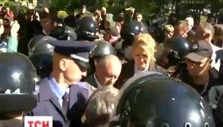"""Под одесским апелляционным судом произошла стычка между """"оппоблоковцами"""" и местными патриотами"""