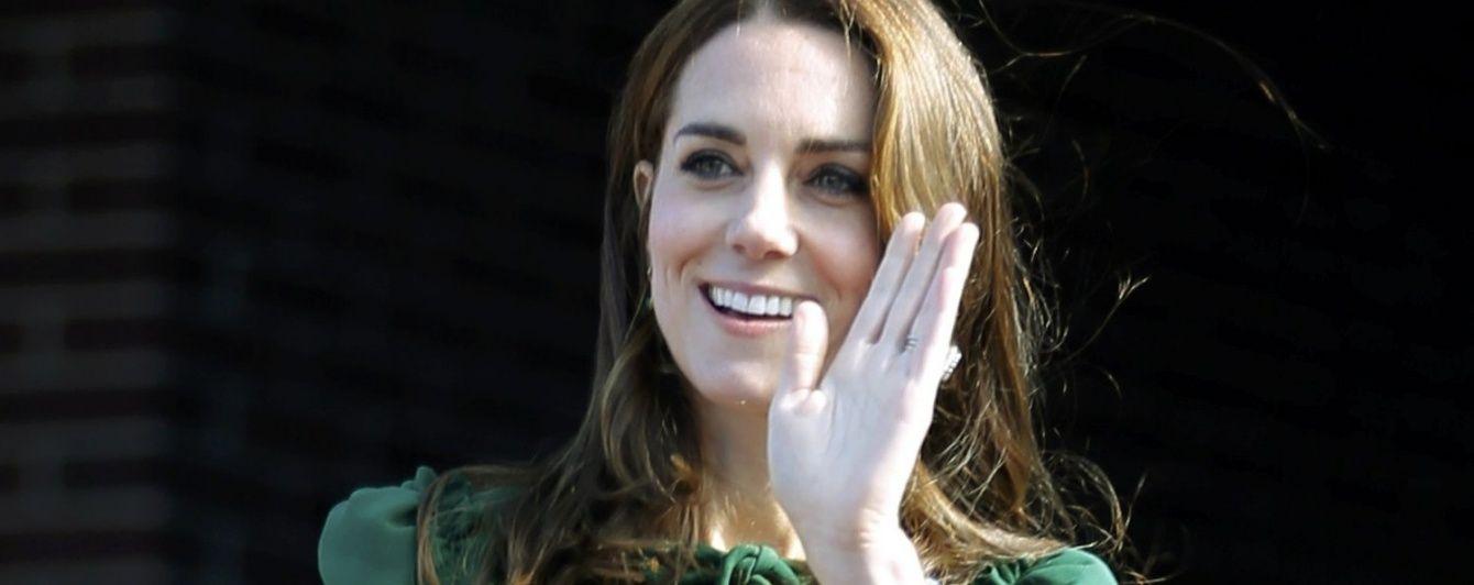 Кембриджи в Канаде: герцогиня Кэтрин вышла в свет в дорогом платье от Dolce & Gabbana