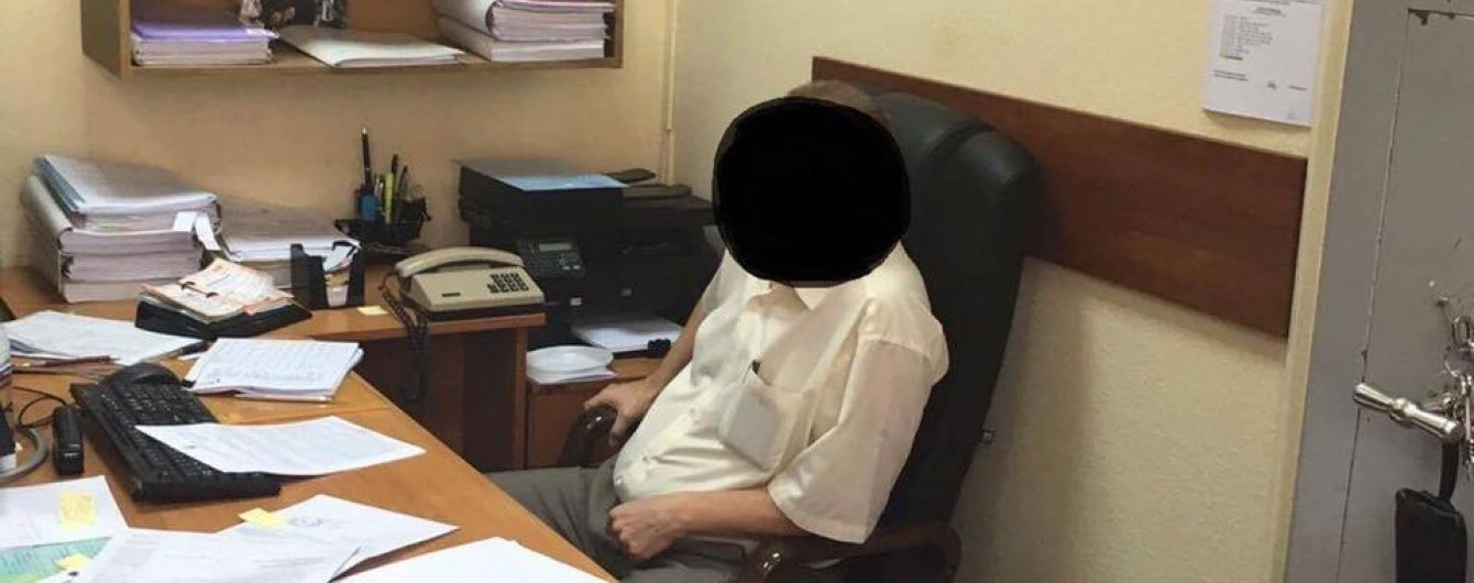 Задержанному на взятке прокурору Черному присудили арест и залог