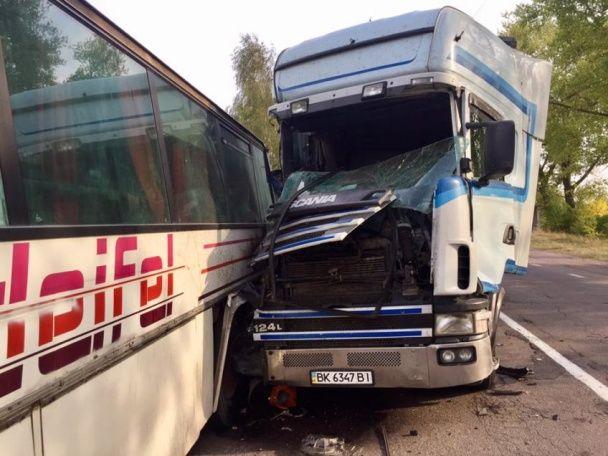Жуткое ДТП на Волыни: фура протаранила автобус с шахтерами