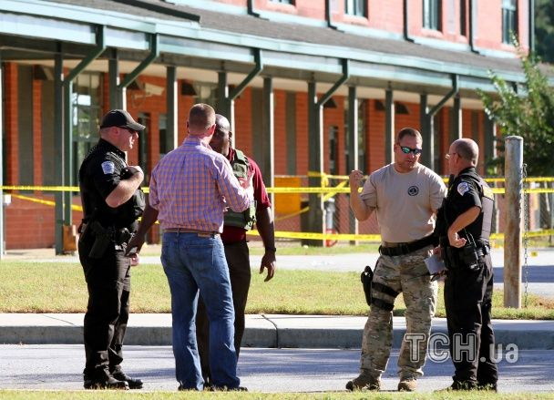 В США 14-летний подросток убил своего отца и открыл стрельбу в начальной школе