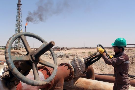 Нові цінові рекорди: нафта коштує вже 65 доларів за барель