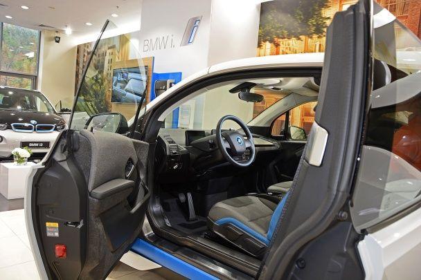 Перший власник нової форми задоволення від кермування. Електричні та гібридні автомобілі BMW i Performance