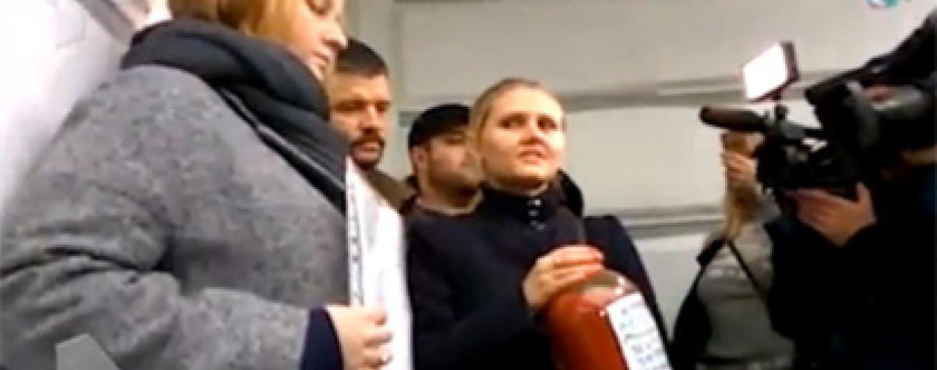 """В Москве принесли на выставку героев АТО """"Кровь детей Донбасса"""""""