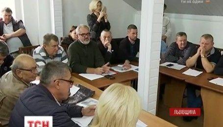 Мешканці села Малехів виступили проти рішення депутатів ввозити на полігон львівське сміття