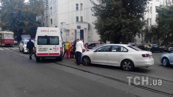 На Подоле нелепое ДТП заблокировало движение трамваев