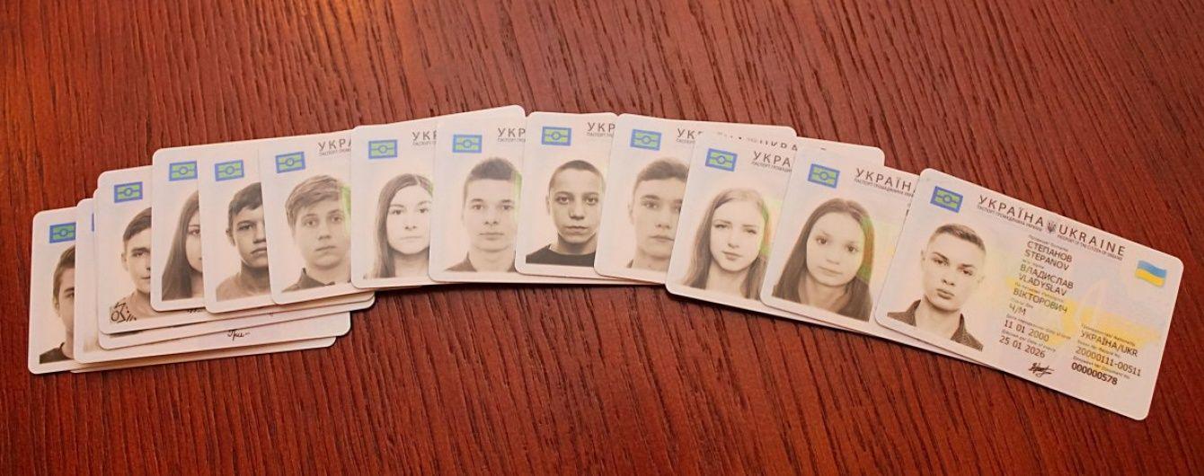 Українці не можуть використовувати новий ID-паспорт для перетину кордону з Білоруссю