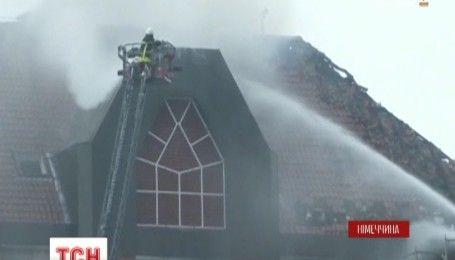 Масштабна пожежа охопила лікарню в німецькому місті Бохум, є постраждалі