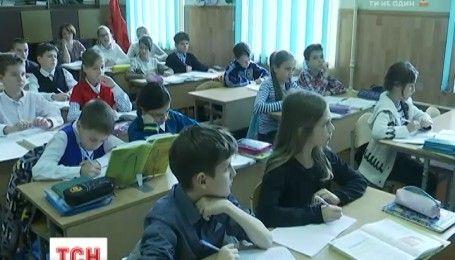 Украинцы не могут отказаться от советских привычек относительно приветствий в День учителя