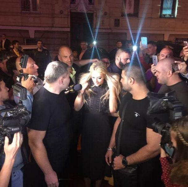 Скандалістка Періс Гілтон завітала до Одеси у ролі діджейки