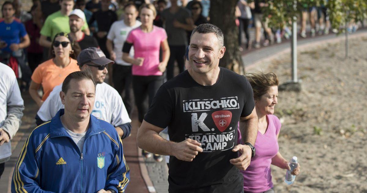 Братья Кличко на утренней зарядке