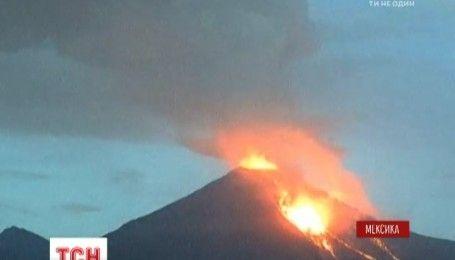 """На юге Мексики проснулся вулкан """"Колима"""", три города эвакуировали"""