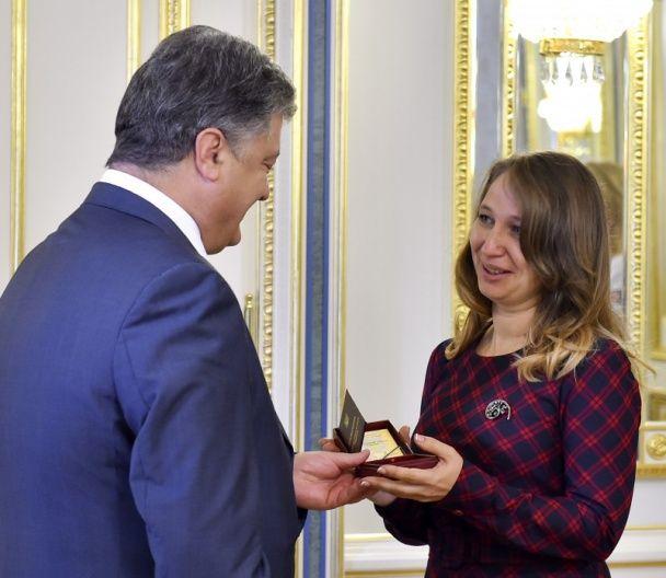 Порошенко пообещал учителям на треть большие зарплаты