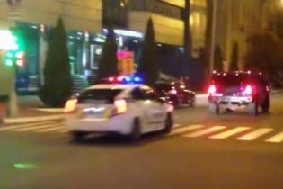 """Збиті пішоходи і розбиті машини: у Кременчуці поліцейські влаштували погоню за водієм на """"Хаммері"""""""