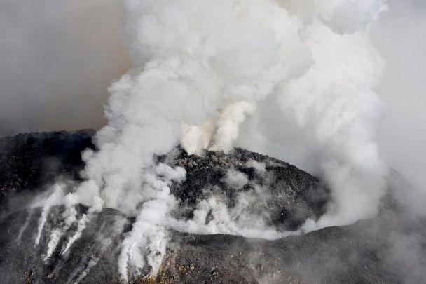 В Мексике извергается полный магмы вулкан Колима