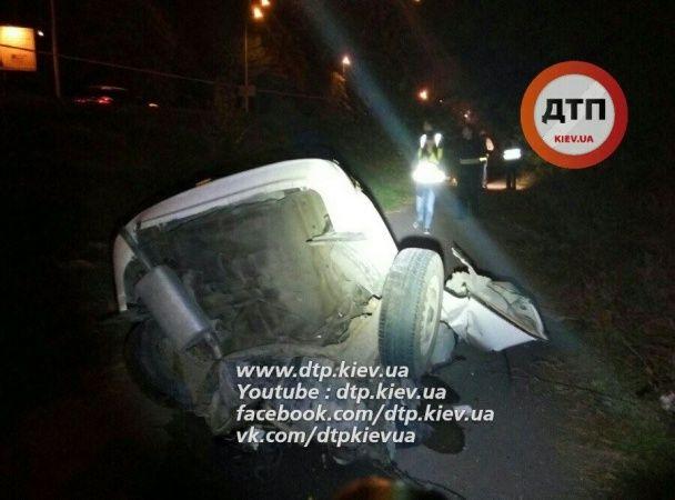 Жахлива нічна аварія на околиці Києва: авто розірвало на частини, загинули четверо чоловіків