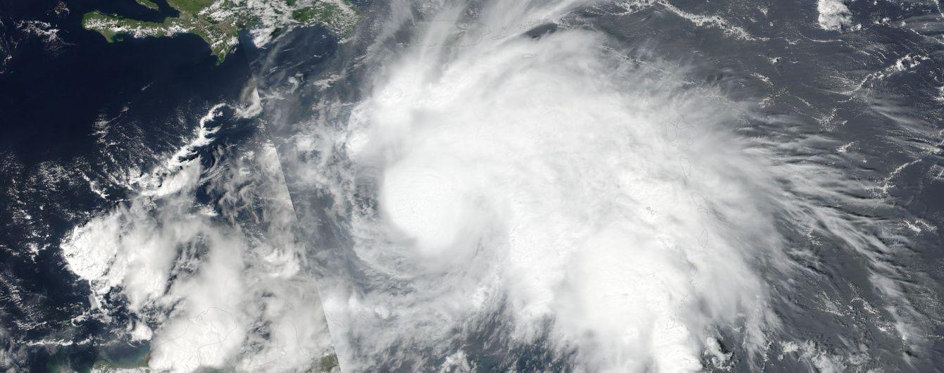 На Карибах началась эвакуация из-за самого мощного в Алтантике урагана