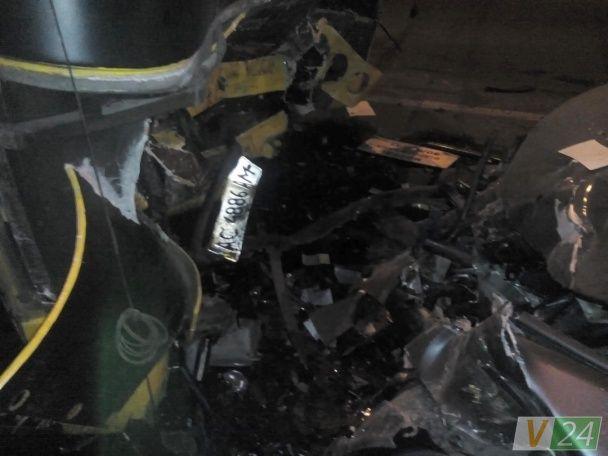 """Смертельна ДТП у Луцьку: водій """"BMW"""" виїхав на зустрічну смугу і врізався у маршрутку з людьми"""