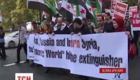 Сотни людей во всем мире выступили против агрессивного наступления на сирийский город Алеппо