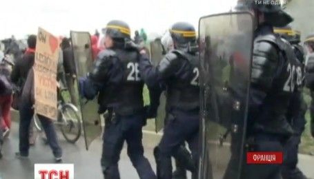 Во французском городе Кале акция в поддержку мигрантов переросла в столкновения с полицией
