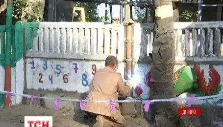 У Дніпрі бетонна плита впала на чотирирічного хлопчика на території дитсадка
