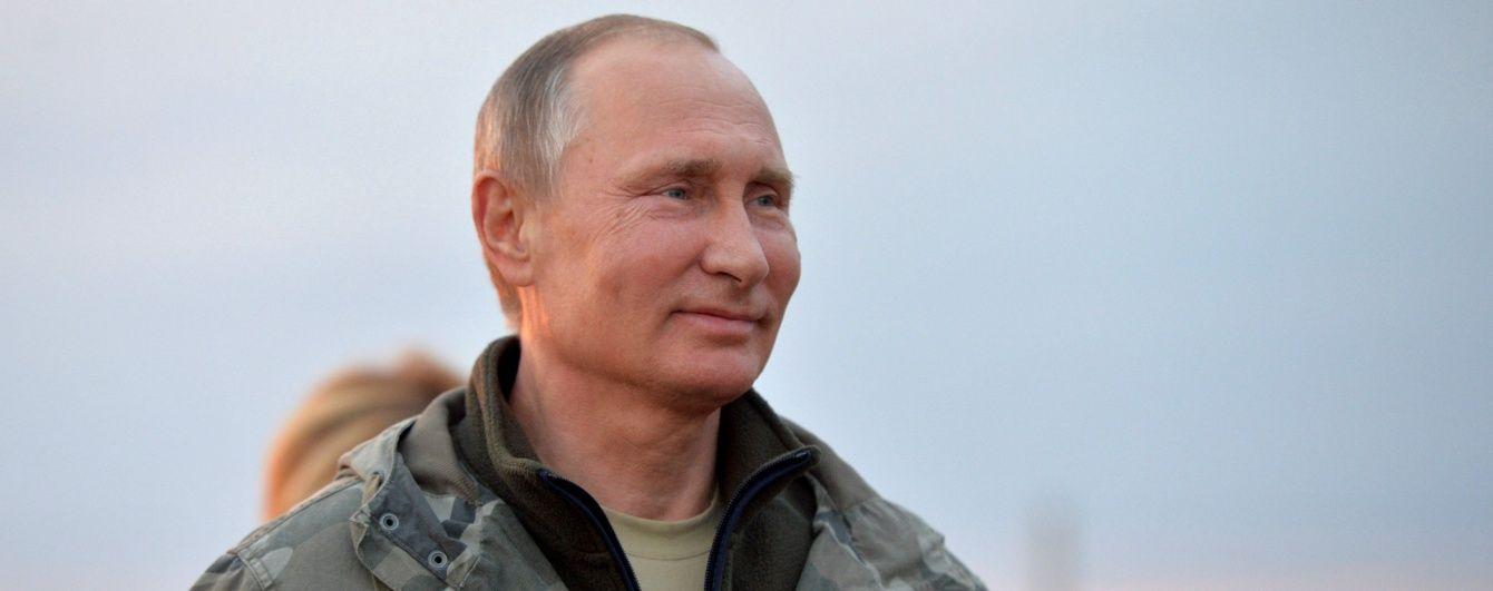 Ми знаємо, що він робив влітку. ЗМІ показали закриту дачу Путіна