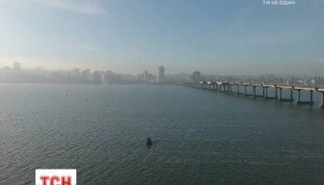 Украинский дизайнер переплыл самый широкий участок Днепра за 45 минут