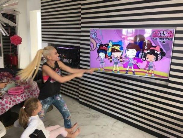 Впала в детство: Гвен Стефани в игрушечной короне отпраздновала 47-летие