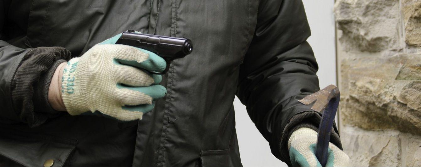 У Славутичі невідомий розстріляв поліцейських