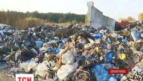 На Виннитчине активисты защищают местный мусорополигон от нелегальных отходов со Львова