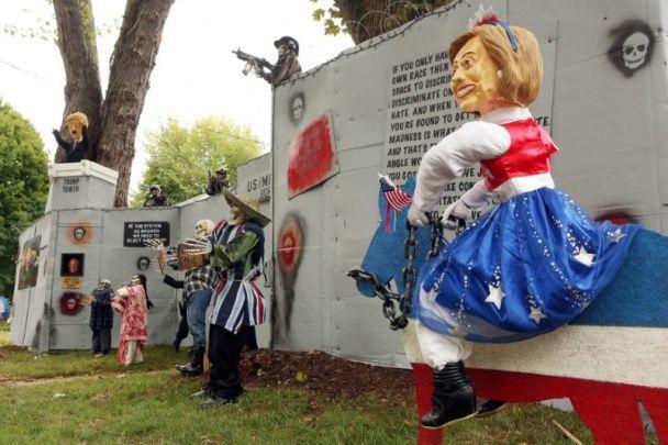У США створили створили саркастичну інсталяцію до Хелловіна з Трампом та Клінтон