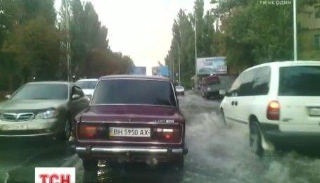 Из-за получасового ливня в десяти бальных пробках остановилась Одесса