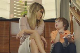 Дженніфер Еністон із маленьким мрійником зворушили юзерів у новій рекламі