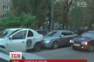В Сумах СБУ перекрыла дорогу, чтобы задержать двух чиновников-взяточников