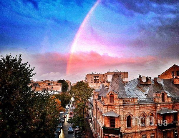 Над Киевом после длительного дождя раскинулась двойная радуга