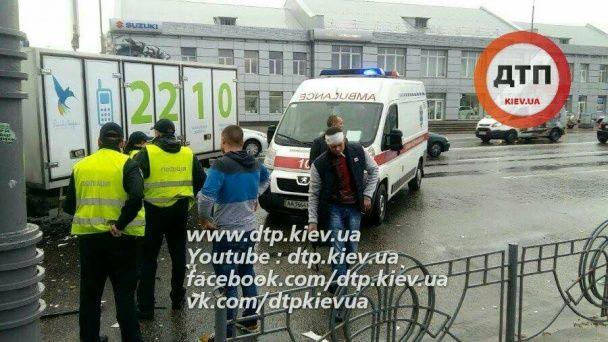 В Киеве из-за пьяных пешеходов произошло серьезное ДТП