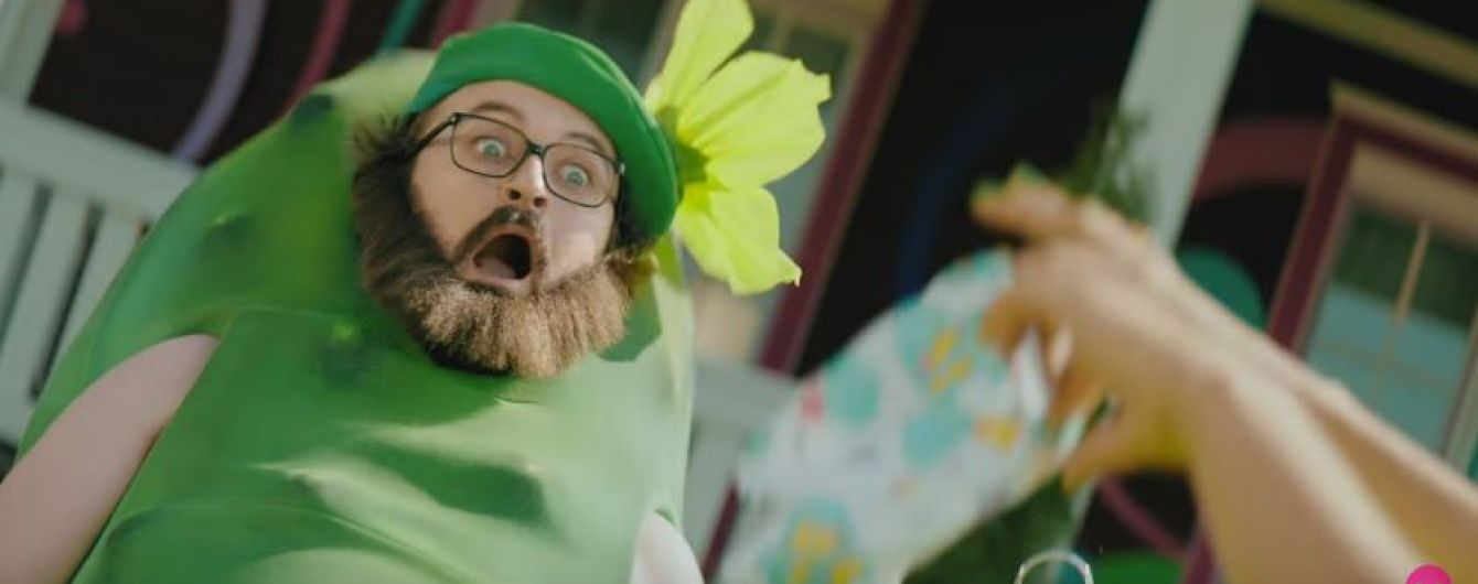 DZIDZIO-огірок закохався у велетенську капустину та позалицявся до неї у новому кліпі