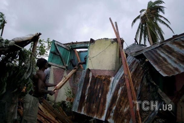 """Мощный ураган """"Мэтью"""" мчится к США: около 2 млн людей предупредили о необходимости эвакуации"""