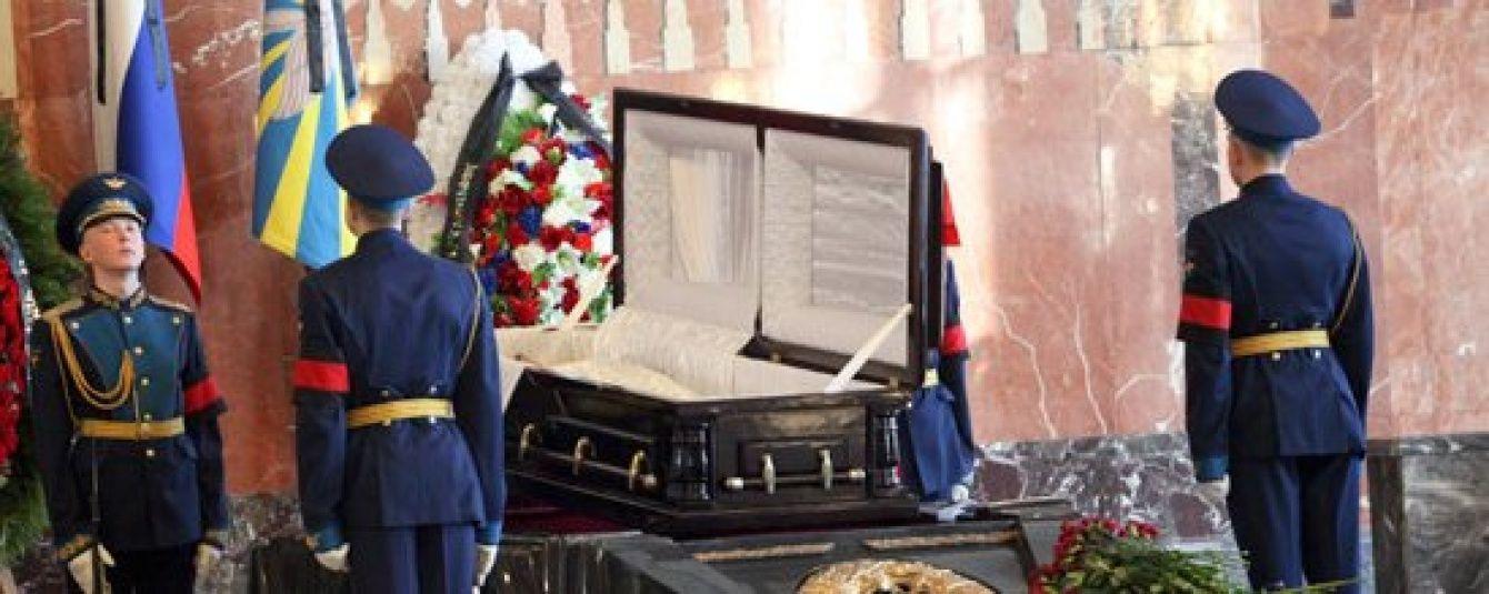 Расходы на похороны президента России хотят сократить почти в два раза