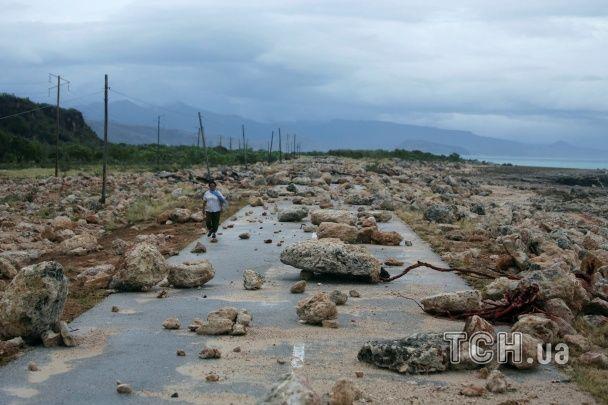 Самый мощный ураган десятилетия убил 69 человек. Инфографика