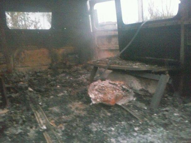 """Терористи """"ДНР"""" поцілили в українську машину швидкої допомоги"""