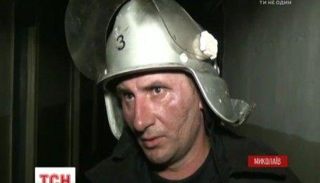 У Миколаєві 3 дітей та жінка потрапили до лікарні внаслідок пожежі у гуртожитку