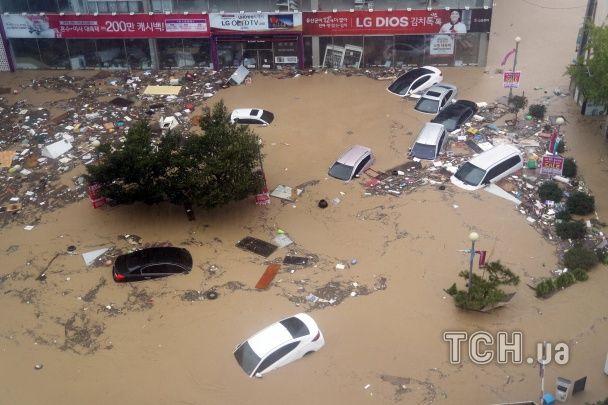 """Ріки сміття й затоплені авто. Південну Корею вразив руйнівний тайфун """"Чаба"""""""