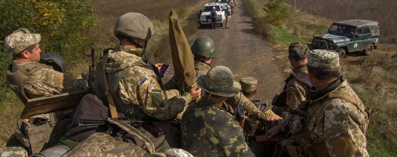 """""""Гаряча"""" точка в Мар'їнці: бойовики гатили з мінометів, гранатометів та бойових машин. Дайджест АТО"""