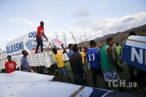 """Разрушенные дома и затопленные улицы. Как выглядит Гаити и Флорида после удара разрушительного """"Мэтью"""""""
