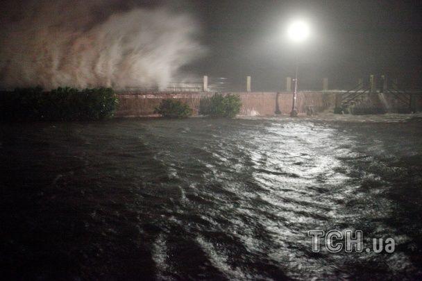 """Зруйновані будинки та затоплені вулиці. Як виглядає Гаїті та Флорида після удару руйнівного """"Метью"""""""