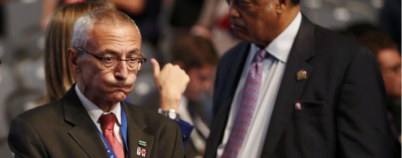 Глава виборчої кампанії Клінтон звинуватив Росію у причетності до зламу його електронної переписки
