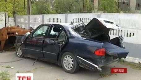 В Черновцах быстрая ночная поездка молодых ребят закончилась страшной аварией