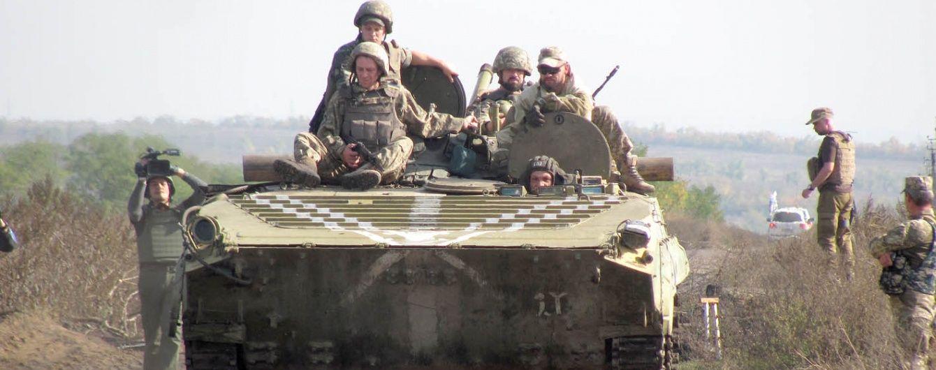 Бойовики на Донбасі вночі поранили українського бійця