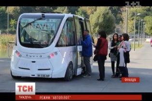 """Во Франции запустили экспериментальный """"умный"""" автобус без водителя"""